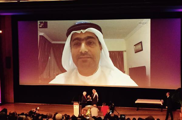 أحمد منصور يفوز بجائزة مارتن إينالز لعام 2015 رغم منعه من السفر